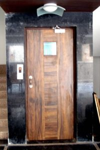 Semi Automatic Wooden Door Image