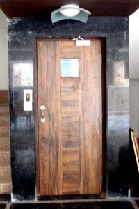 Semi Automatic Wooden Door Image